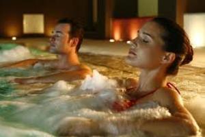 <b>10 Notti  Hotel 4 stelle </b> unico hotel con le TERME IN CAMERA per la cura dermatologica<b>  € 850</b>